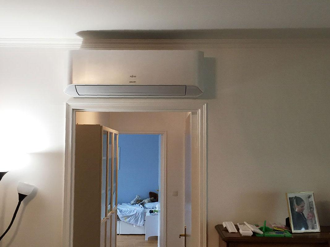 installation d'un climatiseur mural dans un salon