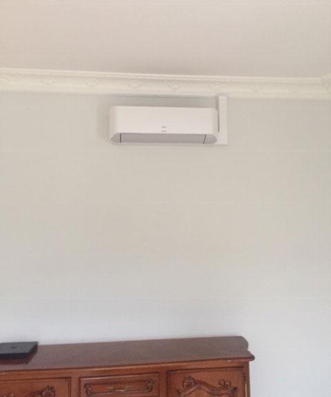installation climatiseur mural dans un séjour
