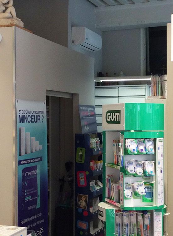 climatiseur mural dans une pharmacie