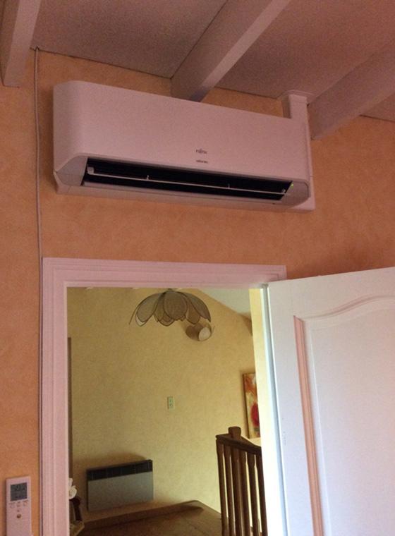 unité de climatisation intérieure installé dans un salon