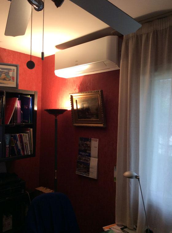 climatiseur installé dans le séjour d'un logement