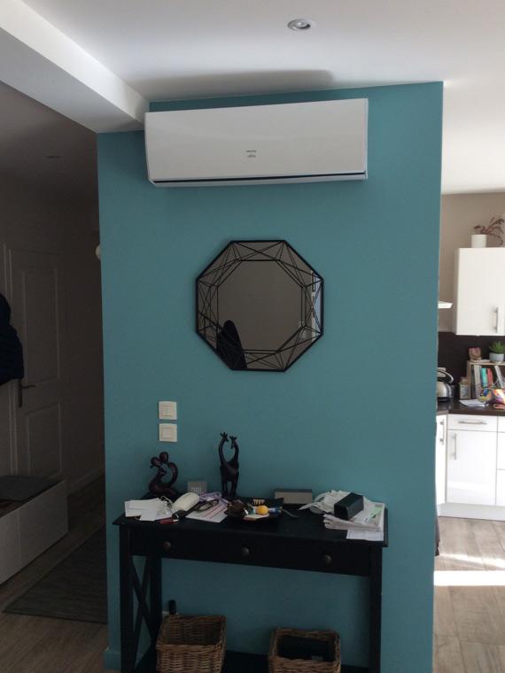 climatiseur installé par aclimax dans un salon