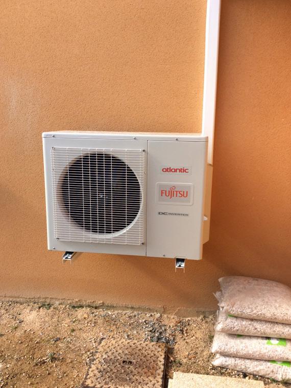 groupe de climatisation extérieur en façade