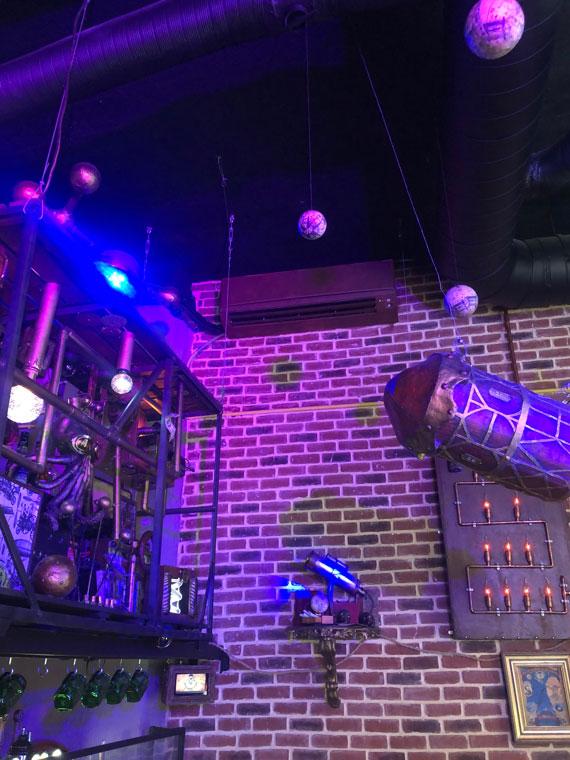 unité de climatisation murale dans un bar