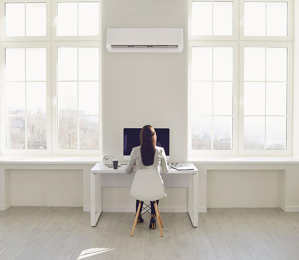 climatiseur mural dans un bureau en entreprise