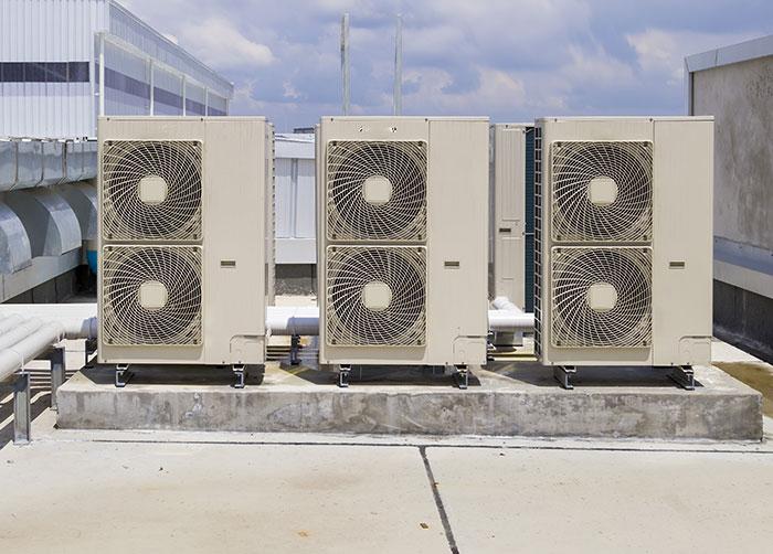 groupes extérieur climatisation toiture en entreprise