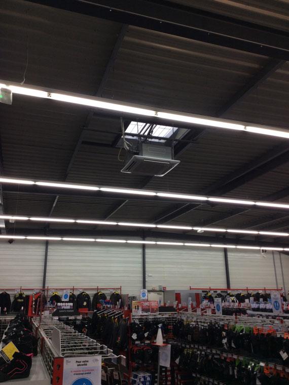 climatiseur plafonnier dans une boutique