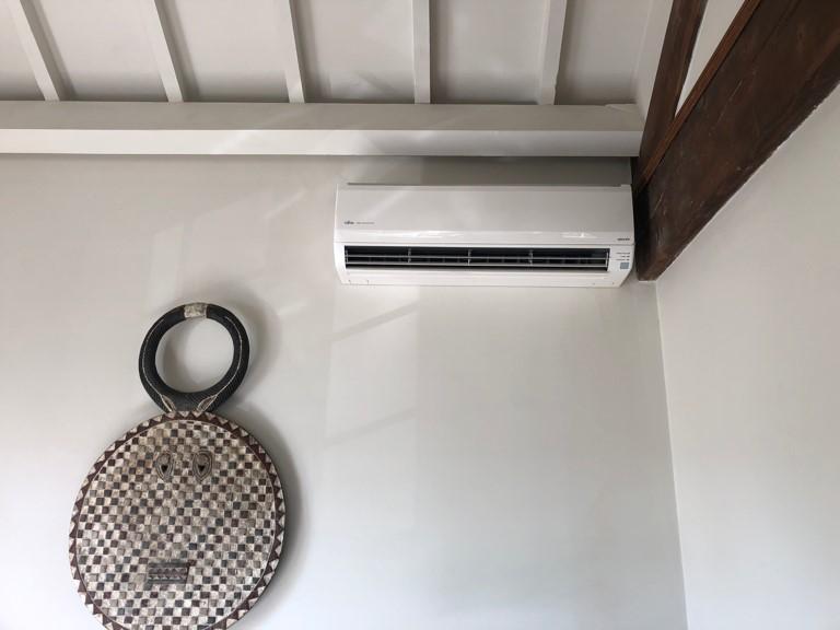 climatiseur mural dans un séjour