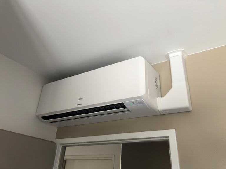 installation d'un système de climatisation murale fujitsu atlantic
