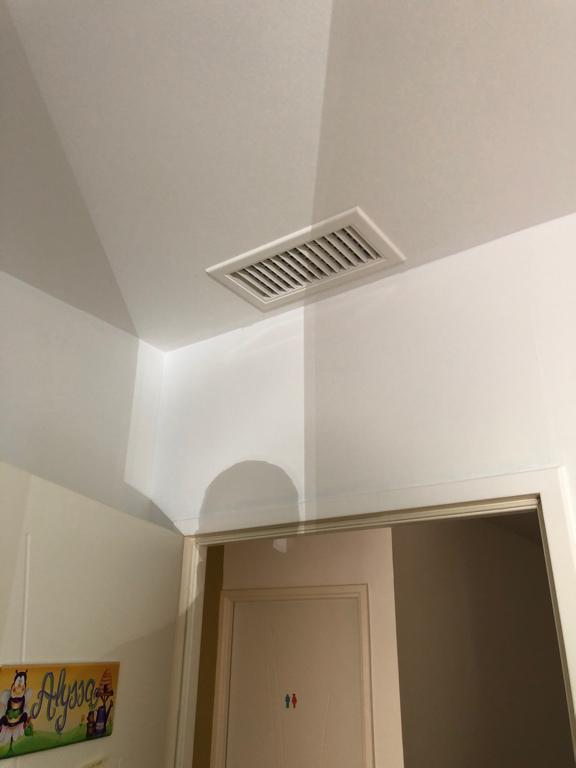 climatiseur cassette installé par aclimax dans une maison à bron