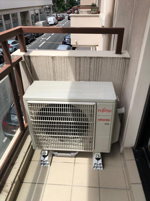 groupe extérieur de climatisation sur un balcon à lyon 6ème