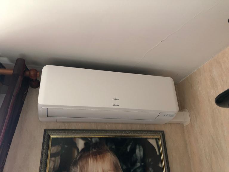 climatiseur mural installé dans un salon par aclimax à venissieux